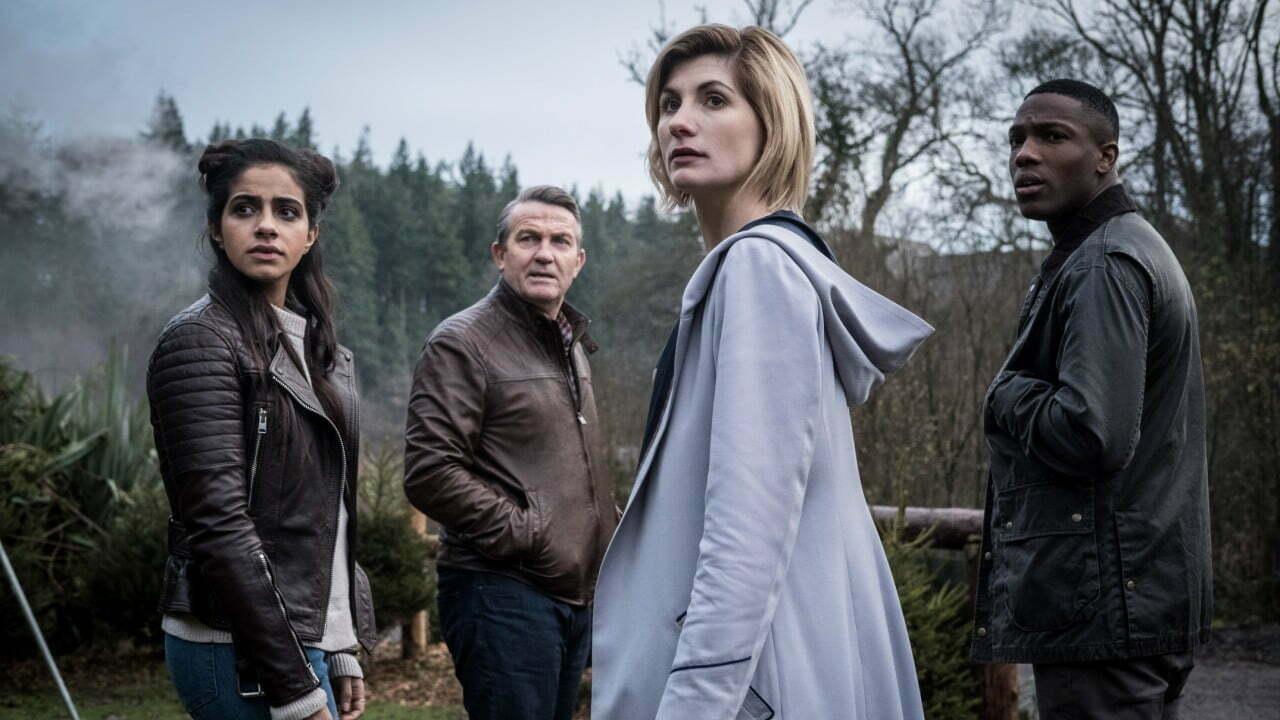 Mandip Gill jako Yaz, Bradley Walsh jako Graham, Jodie Whittaker jako Trzynasta Doktor i Tosin Cole jako Ryan, The Witchfinders