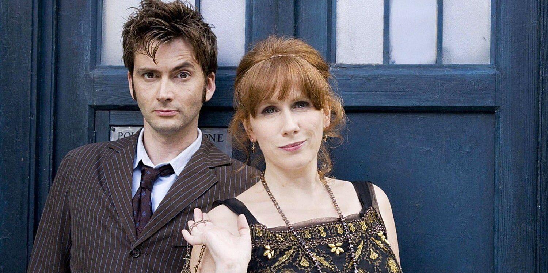 Dziesiąty Doktor i Donna na tle TARDIS