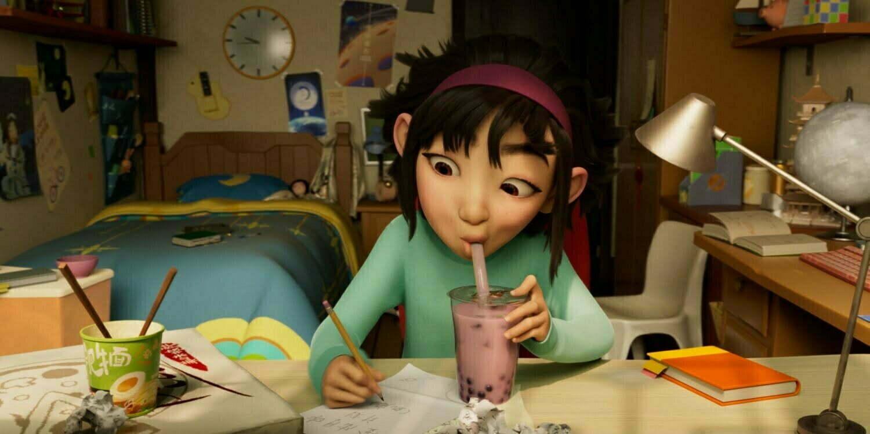 Fei Fei pracująca nad czymś w swoim pokoju, Over The Moon.