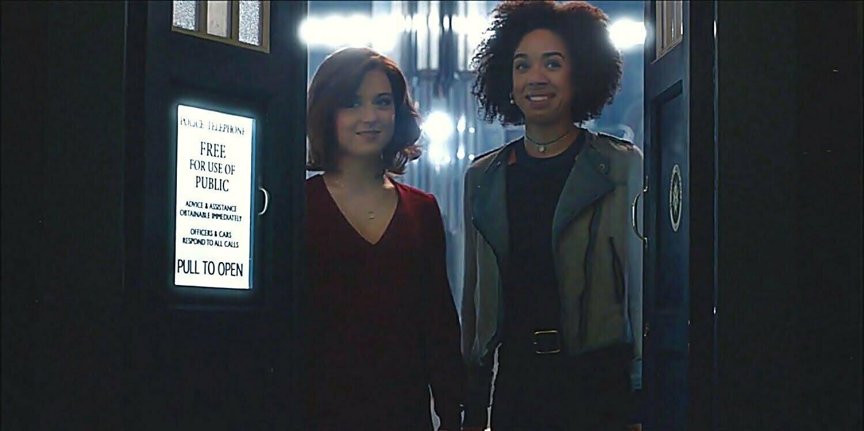 Bill Potts i Heather w odcinku The Doctor Falls