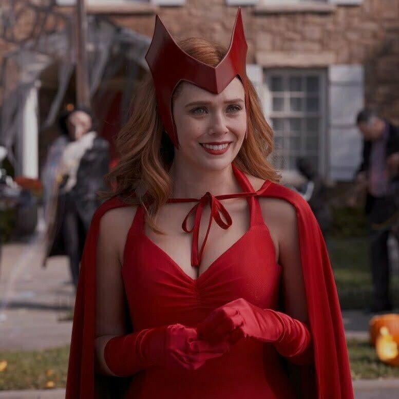 Wanda Maximoff w cosplayu Scarlet Witch.